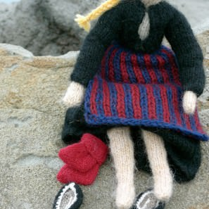 Kit tricot Tricoteuse d'Islande: costume traditionnel de Theodora
