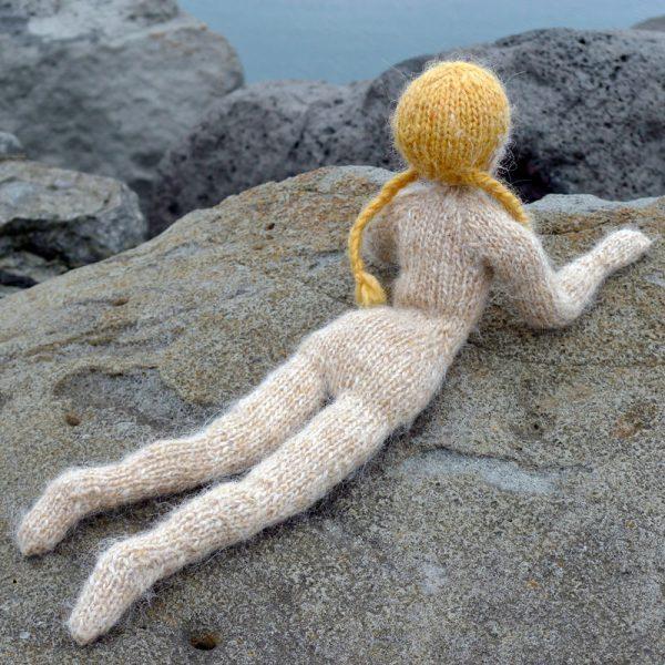 Poupée en tricot Theodóra: de jolies formes