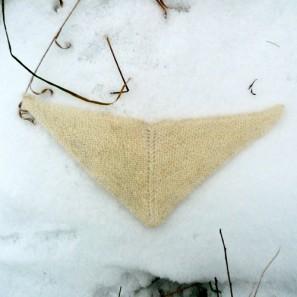 Le chat islandais de Noël dévorera-t-il Theodóra? Châle au point mousse islandais
