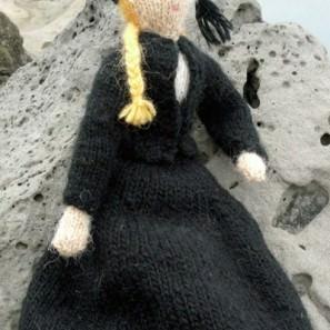 Tricot poupée: costume traditionnel Theodora