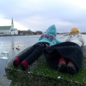 Theodora et Brynja près du lac de Reykjavik