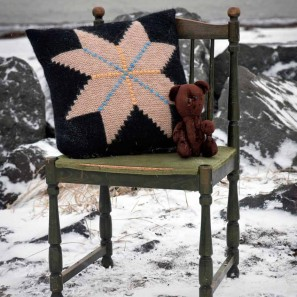 Icelandic handknits Step rose cushion