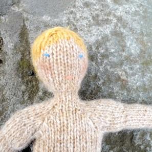 Bjarni poupée garçon islandaise en tricot (15)