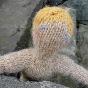 Bjarni poupée garçon islandaise en tricot (17)