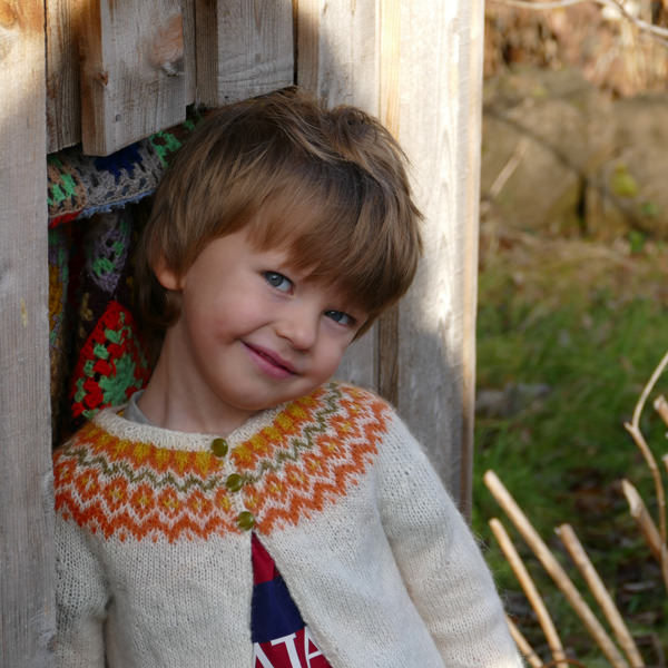 Gilipeysa orange tricoté avec Gilitrutt, taille 4 ans