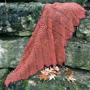 Châle Randalin tricoté avec Love Story en Thyme Purple et Salmon orange